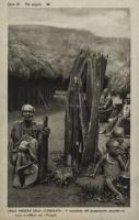Il sacerdote del paganesimo accanto al mani propettori del villagio