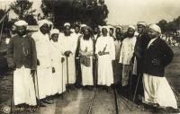 Ortsvertretung von Muanza D.O.A., in der Mitte mit schwarzem Bart der Bürgmeister