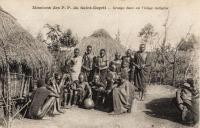 Groupe dans un village indigène