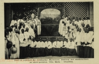 Bisschop met missionarissen Villa Maria