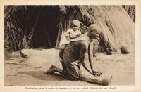 Chrétienne, sous le poids du travail… et de son enfant (Mission diu Lac Albert)