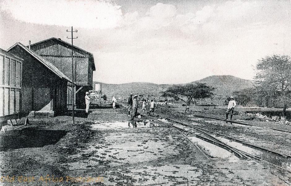nil (people along the railway)