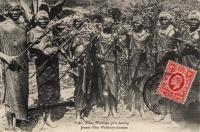 Young Wakikuyu girls dancing - Jeunes filles Wakikuyu dansant