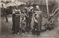 Indigènes et Cases Kikouyous (Afrique Orientale)