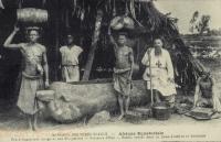 Frère coadjuteur dirige une briqueterie - Porteurs d'eau - Bassin creusé dans un tronc d'arbre et Mouleurs